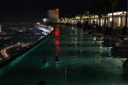 Piscine à Singapour. Source : http://data.abuledu.org/URI/501efcac-piscine-a-singapour