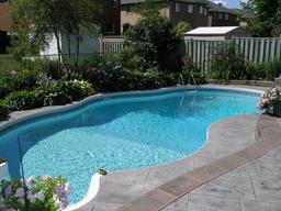 Piscine de jardin. Source : http://data.abuledu.org/URI/523a33db-piscine-de-jardin