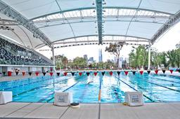Piscine olympique à Melbourne. Source : http://data.abuledu.org/URI/523a360d-piscine-olympique-a-melbourne
