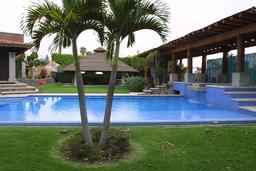 Piscine privée à Mexico. Source : http://data.abuledu.org/URI/501efc1a-piscine-privee-a-mexico