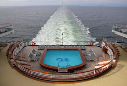 Piscine sur un bateau. Source : http://data.abuledu.org/URI/501efd6d-piscine-sur-un-bateu