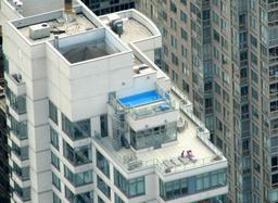 Piscine sur un toit-terrasse à New York. Source : http://data.abuledu.org/URI/523b6f97-piscine-sur-un-toit-terrasse-a-new-york