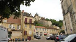Place dans la ville médiévale deMontignac-24. Source : http://data.abuledu.org/URI/5994e9dc-place-dans-la-ville-medievale-demontignac-24