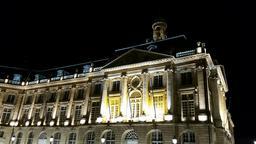 Place de la Bourse à Bordeaux de nuit. Source : http://data.abuledu.org/URI/553c440a-place-de-la-bourse-a-bordeaux-de-nuit