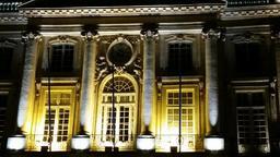 Place de la Bourse à Bordeaux de nuit. Source : http://data.abuledu.org/URI/553c44ba-place-de-la-bourse-a-bordeaux-de-nuit