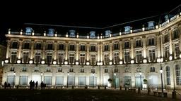 Place de la Bourse à Bordeaux de nuit. Source : http://data.abuledu.org/URI/553c4614-place-de-la-bourse-a-bordeaux-de-nuit
