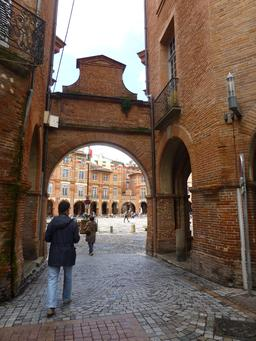 Place nationale à Montauban. Source : http://data.abuledu.org/URI/571aa59f-place-nationale-a-montauban