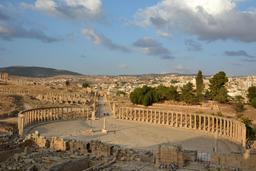Place ovale de Jerash et cardo maximus. Source : http://data.abuledu.org/URI/54691556-place-ovale-de-jerash-et-cardo-maximus
