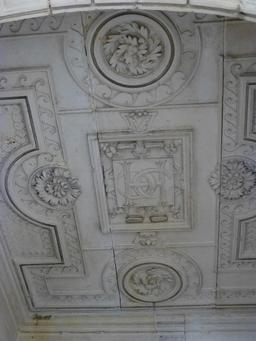 Plafond de la Maison Henry II à La Rochelle. Source : http://data.abuledu.org/URI/5821ea48-plafond-de-la-maison-henry-ii-a-la-rochelle