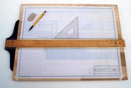 Planche à dessin et équerres. Source : http://data.abuledu.org/URI/56f99a76-planche-a-dessin-et-equerres