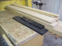 Planches d'ébène et de chêne blanc. Source : http://data.abuledu.org/URI/52ee91d1-planches-d-ebene-et-de-chene-blanc