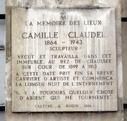 Plaque Camille Claudel à Paris. Source : http://data.abuledu.org/URI/54441bc7-plaque-camille-claudel-a-paris