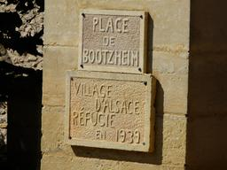 Plaque commémorative de 1939. Source : http://data.abuledu.org/URI/536b8a0f-plaque-commemorative-de-1939