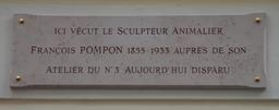 Plaque commémorative de François Pompon. Source : http://data.abuledu.org/URI/52b205ef-plaque-commemorative-de-francois-pompon