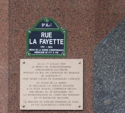 Plaque commémorative de la création du corps des sapeurs-pompiers. Source : http://data.abuledu.org/URI/52fd0bb6-plaque-commemorative-de-la-creation-du-corps-des-sapeurs-pompiers