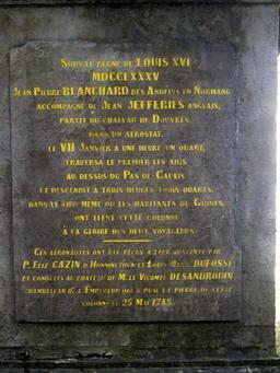 Plaque de la colonne Blanchard à Guînes. Source : http://data.abuledu.org/URI/516d9f5d-plaque-de-la-colonne-blanchard-a-guines