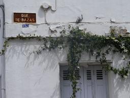 Plaque de la rue de Bazas à Bordeaux-Belcier. Source : http://data.abuledu.org/URI/5920c585-plaque-de-la-rue-de-bazas-a-bordeaux-belcier