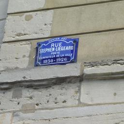 Plaque de rue Stéphen Liégeard à Dijon. Source : http://data.abuledu.org/URI/59d46fcc-plaque-de-rue-stephen-liegeard-a-dijon