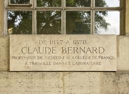 Plaque devant le laboratoire de Claude Bernard. Source : http://data.abuledu.org/URI/53e38608-plaque-devant-le-laboratoire-de-claude-bernard