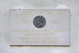 Plaque en l'honneur d'Alexander Humboldt. Source : http://data.abuledu.org/URI/53e28f68-plaque-en-l-honeur-d-alexandre-humboldt