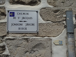 Plaque jacquaire bilingue. Source : http://data.abuledu.org/URI/506b48fe-plaque-jacquaire-bilingue