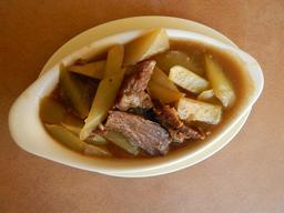 Plat de chayote et boeuf. Source : http://data.abuledu.org/URI/5433d840-plat-de-chayote-et-boeuf