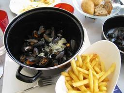 Plat de Moules Frites servi au restaurant. Source : http://data.abuledu.org/URI/5218c4ec-plat-de-moules-frites-servi-au-restaurant