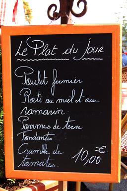 Plat du jour sur ardoise. Source : http://data.abuledu.org/URI/50af594f-plat-du-jour-sur-ardoise-