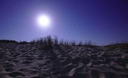 Pleine lune sur la Dune du Pyla. Source : http://data.abuledu.org/URI/55ee2589-pleine-lune-sur-la-dune-du-pyla