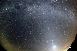 Pluie de météores. Source : http://data.abuledu.org/URI/5343114d-pluie-de-meteores