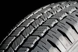 Pneu de voiture Dunlop. Source : http://data.abuledu.org/URI/565722ec-pneu-de-voiture-dunlop