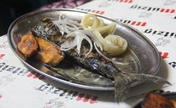 Poisson braisé au Cameroun. Source : http://data.abuledu.org/URI/52d7db51-poisson-braise-au-cameroun