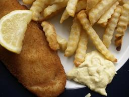 Poisson, frites et rémoulade. Source : http://data.abuledu.org/URI/546dd53e-poisson-frites-et-remoulade