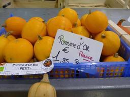 Pommes d'or au marché couvert de Nancy. Source : http://data.abuledu.org/URI/581a3daa-pommes-d-or-au-marche-couvert-de-nancy
