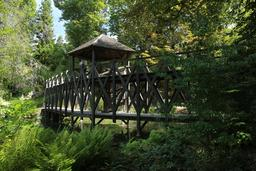 Pont à double étage au Manoir de Lucé. Source : http://data.abuledu.org/URI/55cbd789-pont-a-double-etage-au-manoir-de-luce