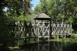 Pont à double étage de Clos Lucé. Source : http://data.abuledu.org/URI/55cbd715-pont-a-double-etage-de-clos-luce