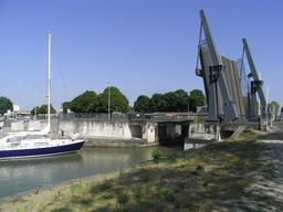 Pont basculant de Rochefort. Source : http://data.abuledu.org/URI/52d4f694-pont-basculant-de-rochefort