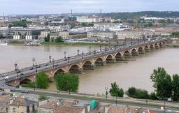 Pont de Pierre de Bordeaux. Source : http://data.abuledu.org/URI/5148badb-pont-de-pierre-de-bordeaux