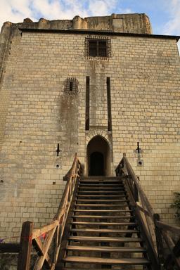 Pont du donjon de Loches. Source : http://data.abuledu.org/URI/55e4159d-pont-du-donjon-de-loches
