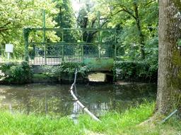 Pont-écluse au parc du Moulineau. Source : http://data.abuledu.org/URI/58264427-pont-ecluse-au-parc-du-moulineau