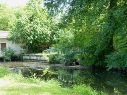 Pont-écluse au parc du Moulineau. Source : http://data.abuledu.org/URI/58264480-pont-ecluse-au-parc-du-moulineau