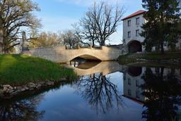Pont en pierre en Estonie. Source : http://data.abuledu.org/URI/58a02f8f-pont-en-pierre-en-estonie