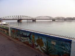 Pont Faidherbe à Saint-Louis du Sénégal. Source : http://data.abuledu.org/URI/548851ba-pont-faidherbe-a-saint-louis-du-senegal
