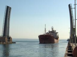 Pont levant à Martigues. Source : http://data.abuledu.org/URI/52d4f709-pont-levant-a-martigues