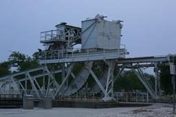 Pont levant de l'écluse à La Rochelle. Source : http://data.abuledu.org/URI/582623fb-pont-levant-de-l-ecluse-a-la-rochelle