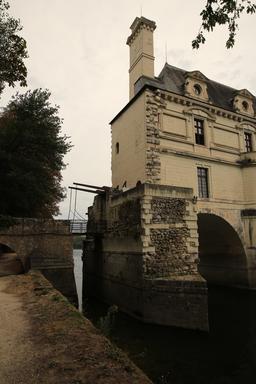 Pont-levis du château de Chenonceau. Source : http://data.abuledu.org/URI/55e45c4d-pont-levis-du-chateau-de-chenonceau