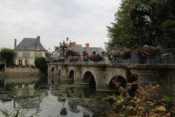 Pont sur l'Indre. Source : http://data.abuledu.org/URI/55ddbddb-pont-sur-l-indre