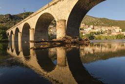 Pont sur l'Orb à Roquebrun. Source : http://data.abuledu.org/URI/557a10de-pont-sur-l-orb-a-roquebrun