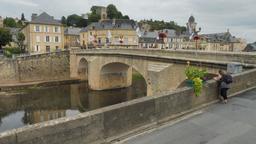 Pont sur la Vézère à Montignac-24. Source : http://data.abuledu.org/URI/5994e7b8-pont-sur-la-vezere-a-montignac-24