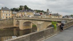 Pont sur la Vézère à Montignac-24. Source : http://data.abuledu.org/URI/5994e7d6-pont-sur-la-vezere-a-montignac-24